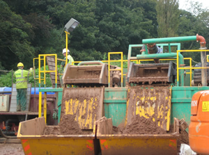 LCC500 mud recycling unit in operation