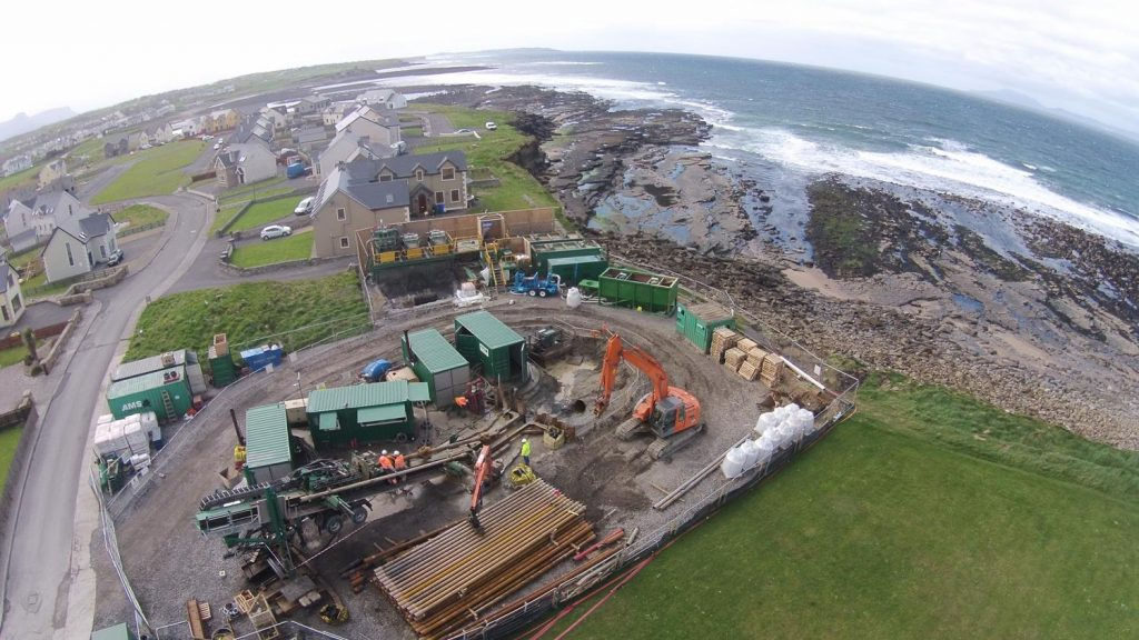 AMS Trenchless' PD250/90 RP-T with mud mixing and recycling systems set up for rock drilling in Bundoran, Ireland